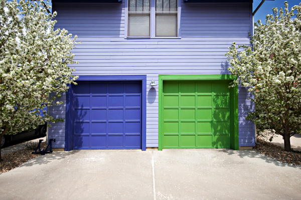 Four Easy Steps to Choose a Color for Your Garage Door
