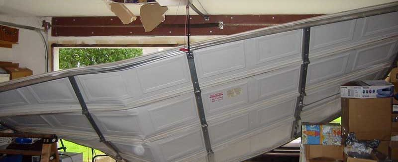 Top Tips For Repairing A Storm-Damaged Garage Door