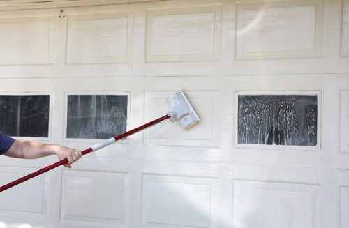 A Guide To Keeping Your Garage Door Clean